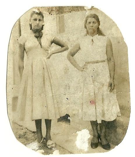 1945 - Dir. para esque. Maria Motta. Olávia Picole Piva - Acervo Olávia Picole Piva - Reprodução da foto Cindy Ane Maffezoli