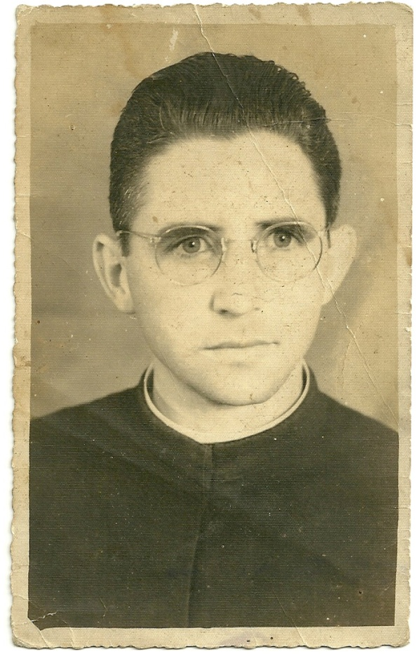 22-12-1954 - Pe. Cláudio J. Piva. Primo de Ovídio Piva, Pai de Ivo Piva - Acervo Olávia Picole Piva - Reprodução da foto Cindy Ane Maffezoli