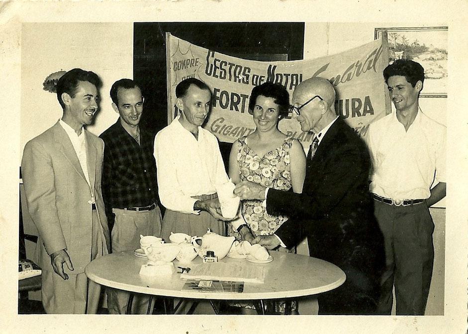Dezembro 1959 - Casa Romeu Piazza - José Poli, Arthur Sgrott, Vitalim Sgrott, Maria Aparecida Piazza, Romeu Piazza, Gentil Cecato, Cestal de Natal