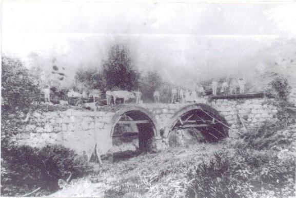Ponte sobre a rua nicolau bado