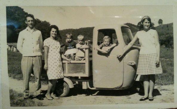 Foto da família do sr. Nene Cipriani (APELIDO) foto cedida pela filha casada com o Dema ( tudo apelido) VEIC ROMISSETA